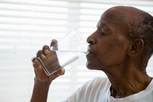 5 Tips: How Seniors Can Stay Hydrated During Summer